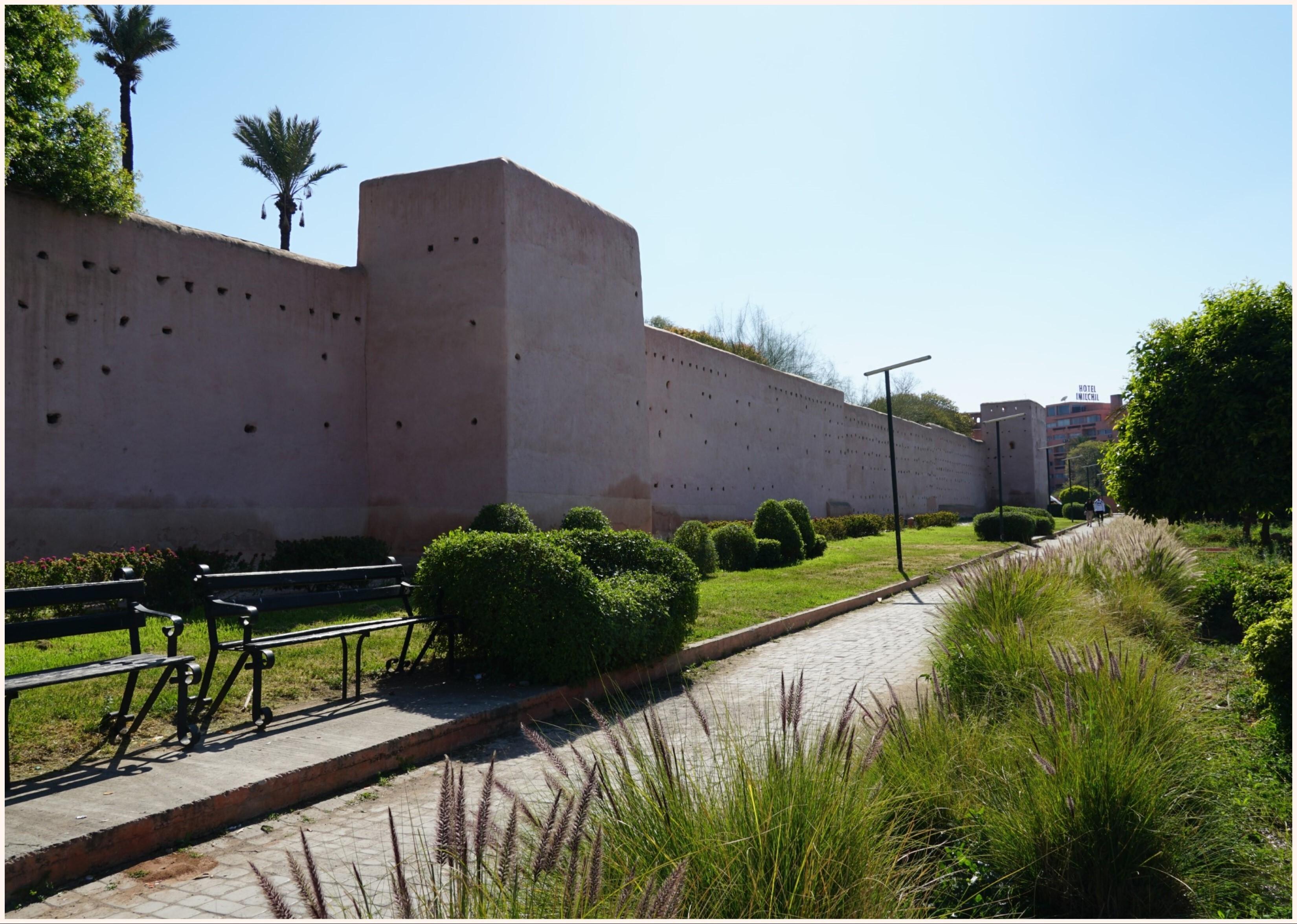 老城區的紅土城牆