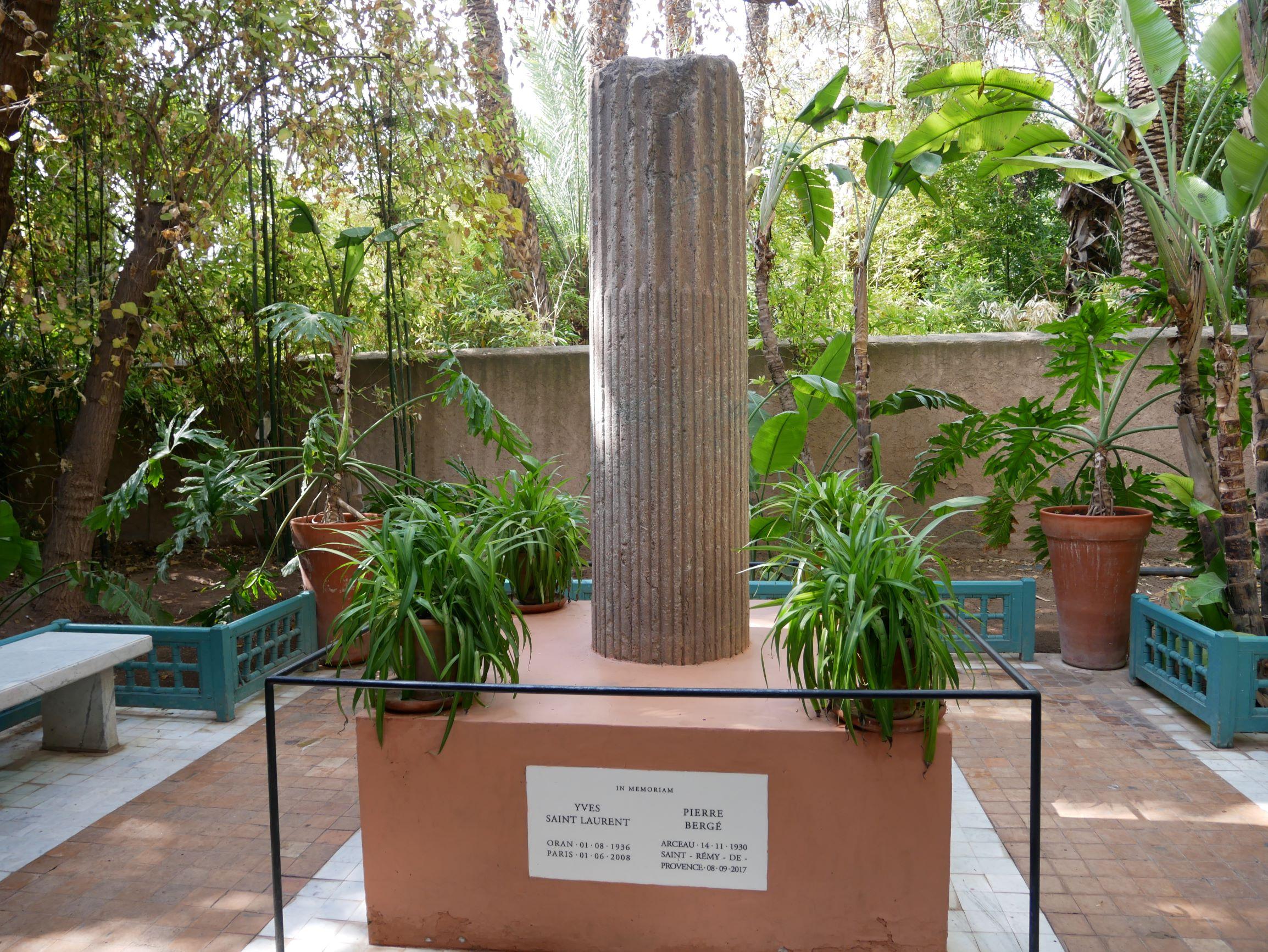 聖羅蘭去世後的紀念碑