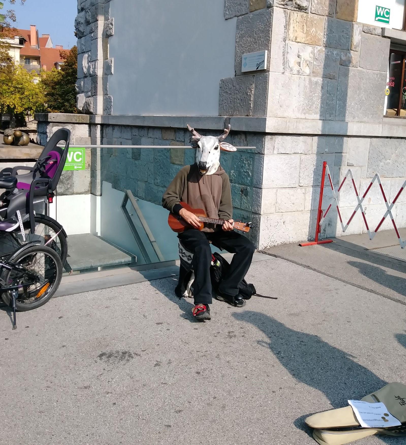 半人半羊的街頭藝術家