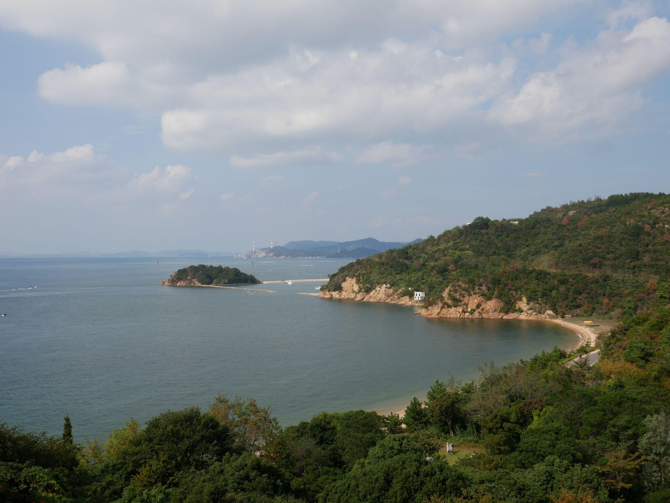圍繞著直島的瀨戶內海