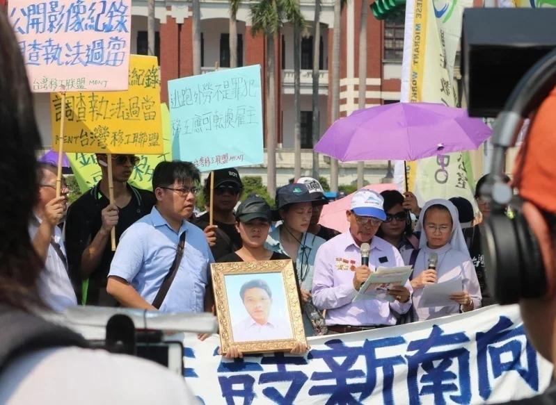 阮國非的父親阮國同曾從越南來台,並在總統府前陳情,請求知道兒子死亡的真相。 圖/聯合報系資料照片