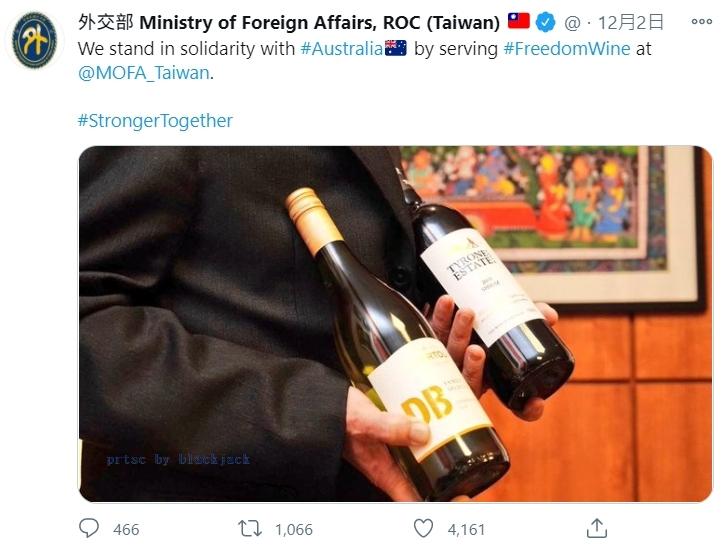 澳洲白人軍隊屠殺阿富汗平民引起爭議後,蕭美琴與外交部在推特支持紅酒