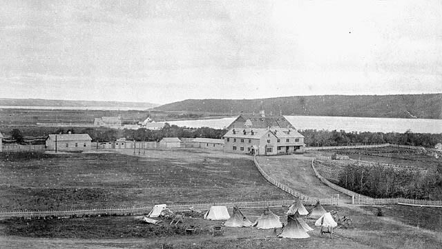 位於加拿大薩斯喀徹溫省的 Qu'Appelle 印地安人寄宿學校,1885年 引自wiki