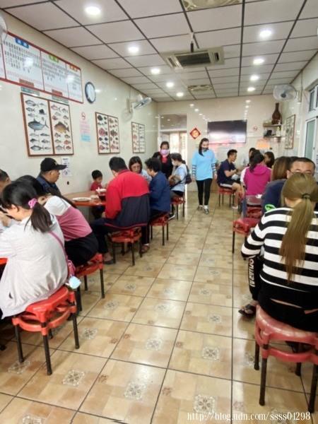 中午過後仍有滿座的客人,島上居民的用餐去處,外地遊客到小琉球旅遊也很愛來這裡吃。